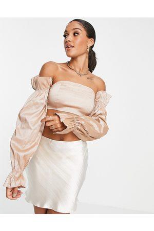 Rare Fashion London - Top con spalle scoperte e maniche in taffeta talpa in coordinato