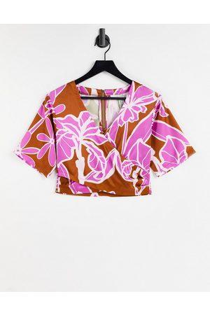 Liquorish Top kimono con stampa a fiori astratti in coordinato