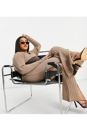 ASOS Curve ASOS DESIGN Curve - Pantaloni a zampa in maglia a coste beige con spacco sul davanti in coordinato-Neutro