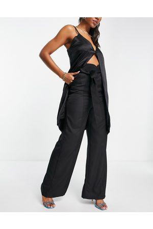 Club L London Pantaloni extra larghi con fondo ampio neri con cintura in coordinato