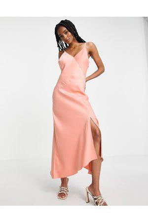River Island Donna Vestiti asimmetrici - Vestito sottoveste midi asimmetrico in raso rosa