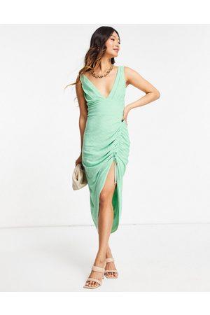 ASOS Donna Vestiti longuette - Vestito midi in pizzo verde salvia con scollo profondo e lato arricciato