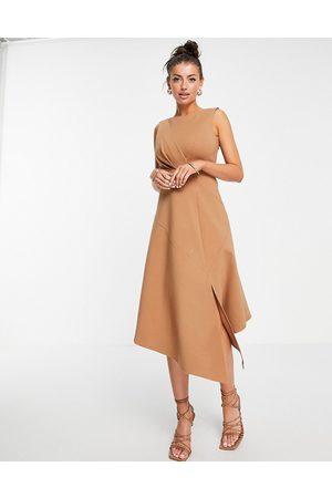 Closet Donna Vestiti longuette - Vestito al polpaccio midi cammello senza maniche con fondo svasato
