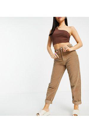 ASOS ASOS DESIGN Petite - Mom jeans extra larghi a vita alta in velluto a coste color biscotto