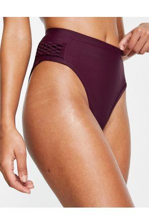 ASOS Slip bikini con dettaglio in macramè