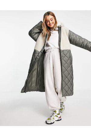 ASOS DESIGN Donna Giacche di pile - Giacca trapuntata kaki con toppe in pile borg