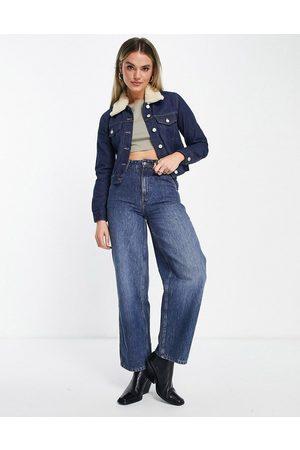 French Connection Palmira - Giacca di jeans corta color indaco con colletto in lana rimovibile