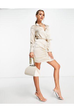 Femme Luxe Vestito camicia arricciato in raso écru con nodo