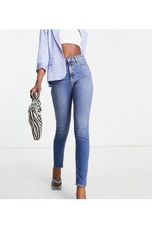 ASOS ASOS DESIGN Tall - Hourglass - Farleigh - Mom jeans slim a vita alta lavaggio medio