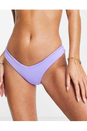 Kulani Kinis Fizzy Violet - Slip bikini sgambati a V lilla a coste