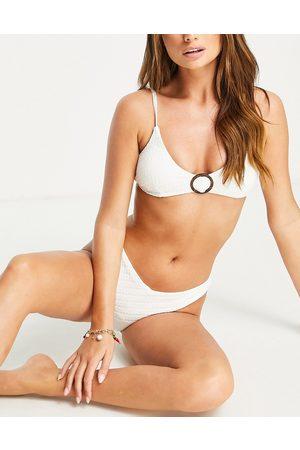 Accessorize Top bikini a triangolo corto testurizzato con dettaglio ad anello