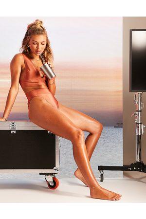 ASOS Slip bikini sgambato a vita alta color visone con fascia e dettaglio borchie