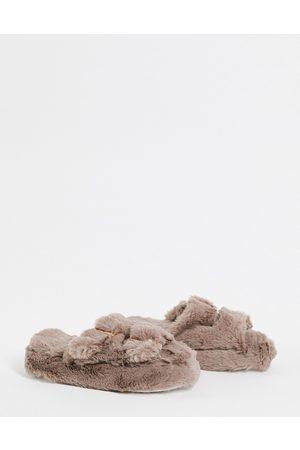 New Look Sliders in pelliccia sintetica morbida color visone con fibbia