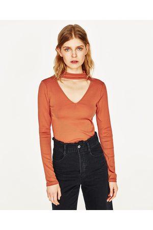 Donna T-shirts - Zara MAGLIETTA SCOLLO CHOKER - Disponibile in altri colori